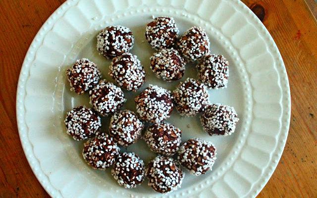Chokladbollar: Swedish Chocolate Balls