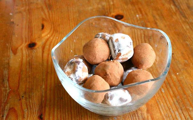 Dark Chocolate Cookie Butter Truffles